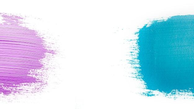 Golpes coloridos no fundo branco