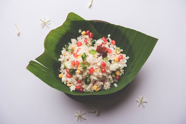 Gopalkala ou dahi kala é uma prashad oferecida ao senhor krishna em janmashtami ou gokulashtami. feito com arroz batido, requeijão, leite, açúcar, romã, pimenta, picles e coentro