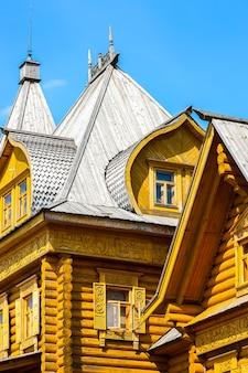 Gorodets rússia, cidade complexa de artesãos às margens do rio volga