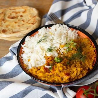 Gostosa comida indiana com arroz
