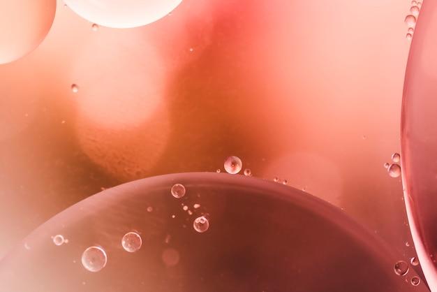Gotas brilhantes e bolhas arejadas