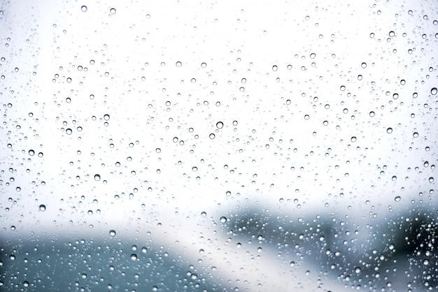 Gotas de água abstrata no fundo de vidro