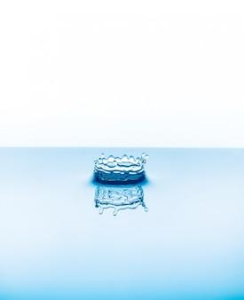 Gotas de água caindo