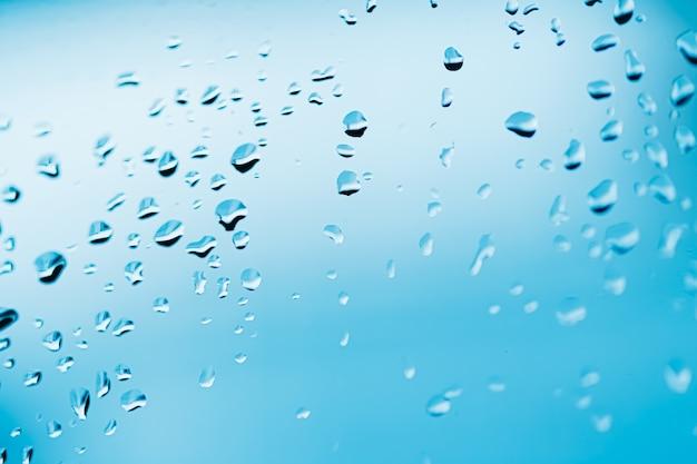 Gotas de água líquida na superfície do vidro, pano de fundo abstrato e conceito de fundo de ciência
