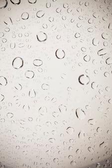 Gotas de água no fundo de vidro.