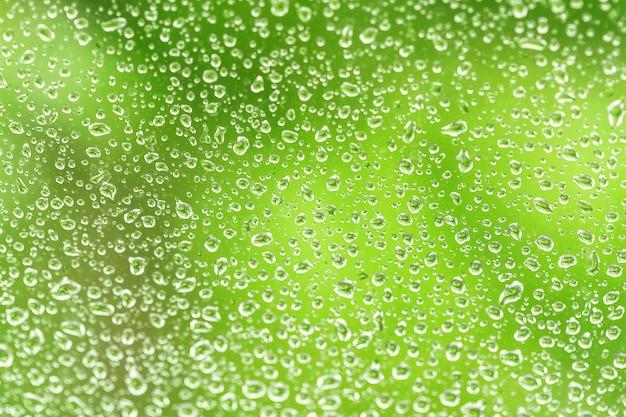 Gotas de chuva em uma janela,