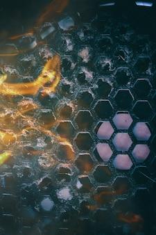 Grade do refrigerador suja da unidade do computador com poeira dentro e chama de fogo vertical peças do computador queimadas