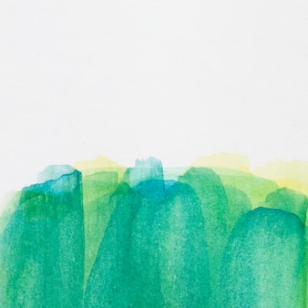 Gradiente verde mão pintada mancha na superfície branca