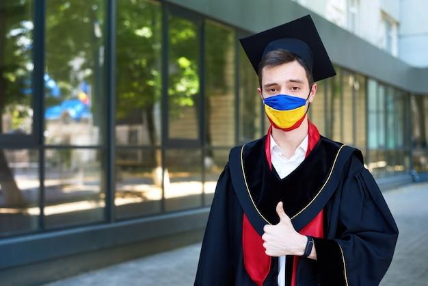 Graduado da escola durante a pandemia
