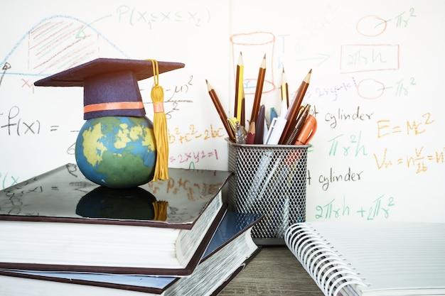 Graduado, estudo, internacional, internacional, conceitual, graduação, chapéu, topo, terra, modelo, com, fo