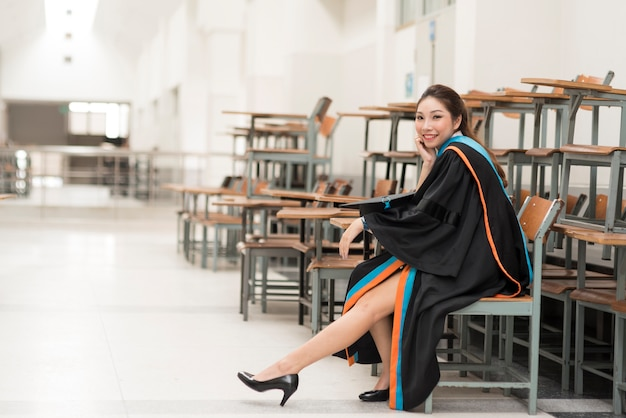 Graduados, graduados em universidades