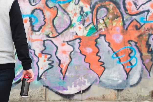 Graffiti velho na parede do grunge
