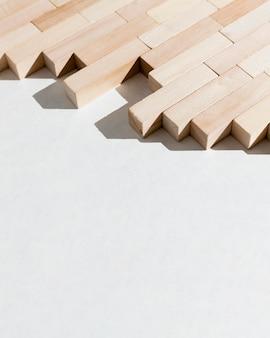 Gráfico de negócios abstratos de peças de madeira alta vista