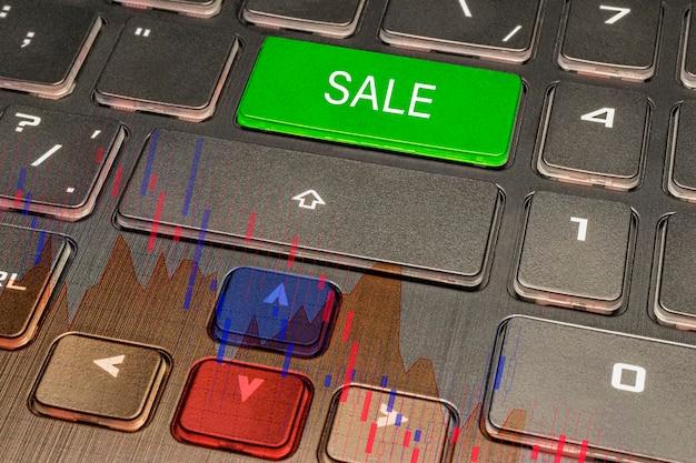 Gráfico de recessão. conceito de crise financeira. teclado de computador com gráfico de ações mostrando queda. depressão financeira. um declínio acentuado na economia.