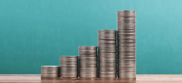 Gráfico do mercado de ações. pilha de moedas em pilhas
