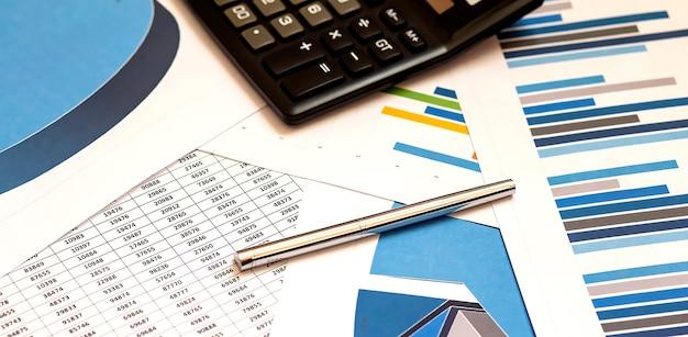 Gráficos coloridos, gráficos, pesquisa de marketing e plano de fundo do relatório anual de negócios, projeto de gestão, planejamento de orçamento, conceitos financeiros e educacionais