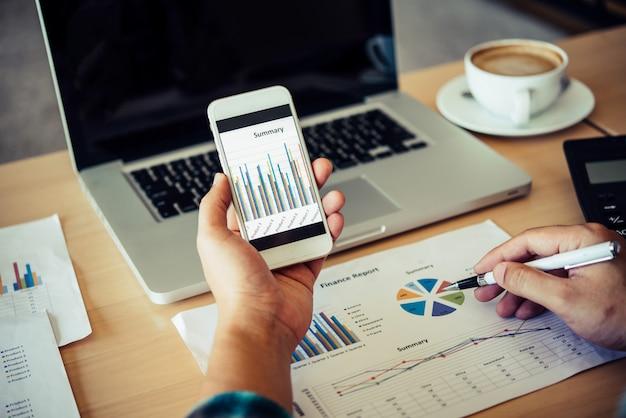 Gráficos de documentos e smartphone