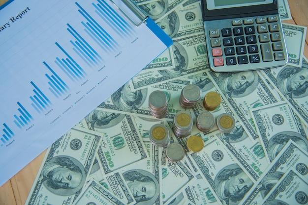 Gráficos e gráficos com pilhas de moedas