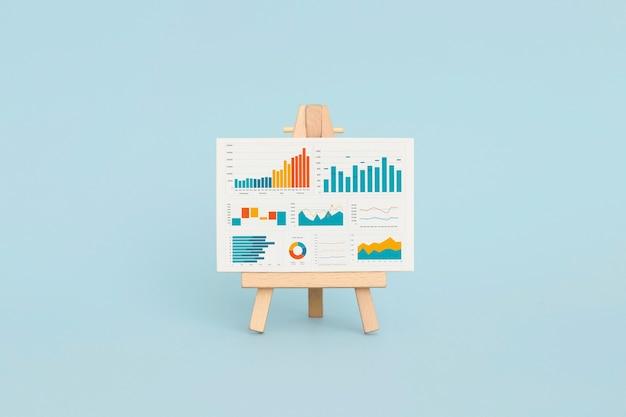 Gráficos e tabelas de negócios no cavalete. desenvolvimento financeiro, conta bancária, estatísticas