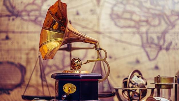 Gramofone com alto-falante de chifre