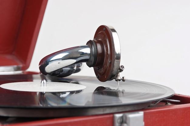 Gramofone vintage com um vinil