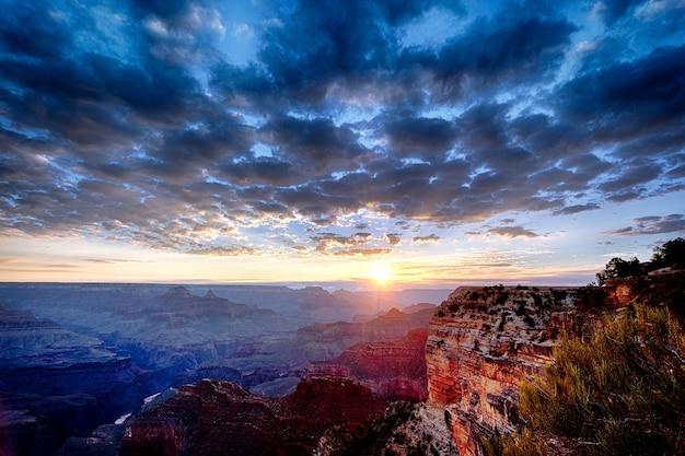 Grand canyon ao nascer do sol em setembro, vista horizontal
