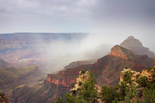 Grand canyon em um dia tempestuoso