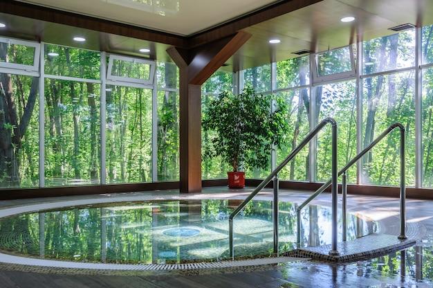 Grande banheira de hidromassagem de luxo
