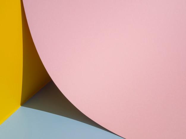 Grande círculo rosa grande plano feito de papel