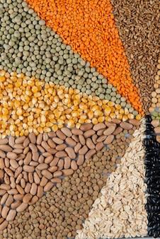 Grande coleção de diferentes cereais e sementes comestíveis
