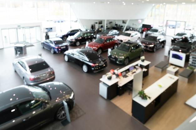 Grande concessionária de fotos panorâmicas de carros premium com desfoque
