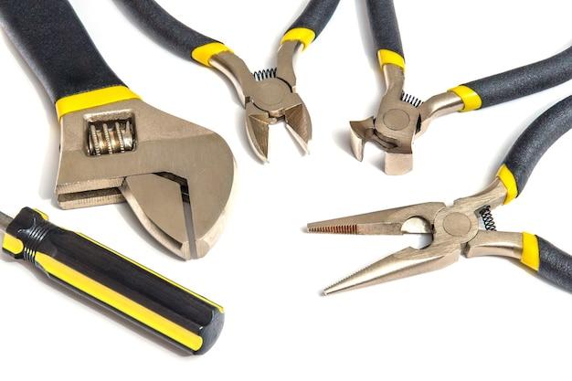 Grande conjunto de ferramentas para encanador ou eletricista mestre