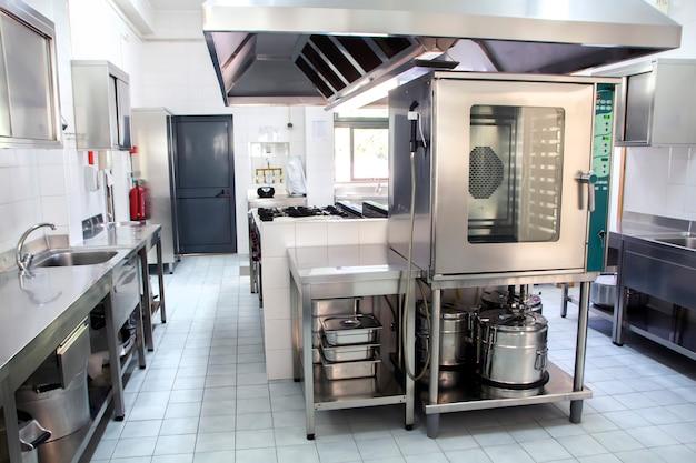 Grande cozinha industrial