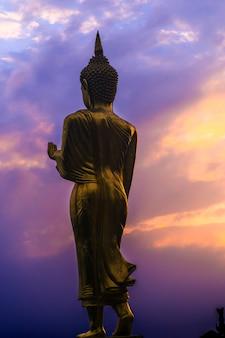 Grande, dourado, buddha, estátua