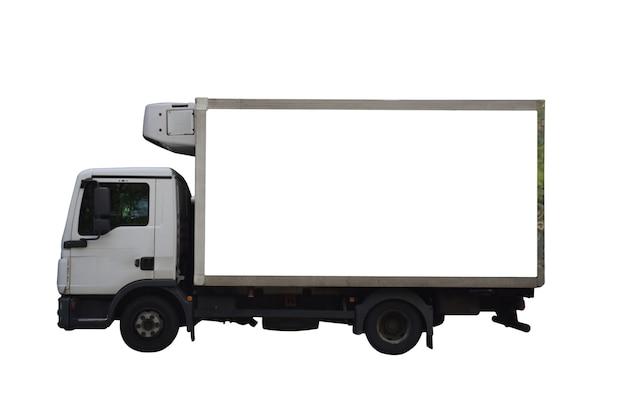Grande espaço publicitário vazio em uma simulação de van de carga. no fundo de recorte branco
