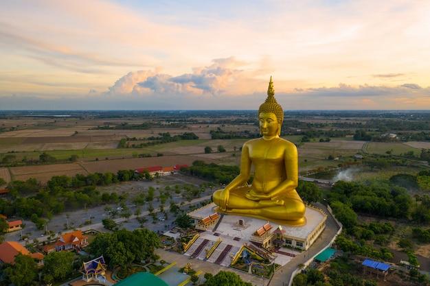 Grande estátua de buda em wat muang, tailândia