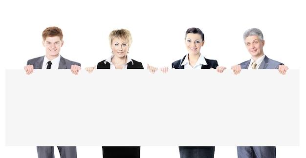 Grande grupo de jovens empresários a sorrir.