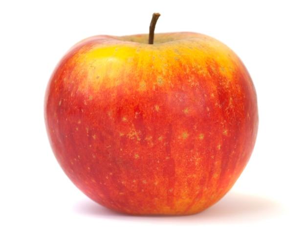 Grande maçã vermelha-amarela deliciosa isolada no fundo branco