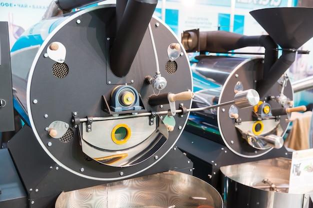 Grande máquina industrial de torrefação de café