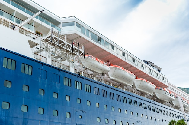 Grande navio de cruzeiro