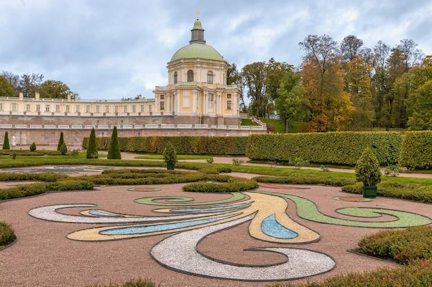 Grande palácio menshikov 1710 em oranienbaum no outono lomonosov são petersburgo rússia