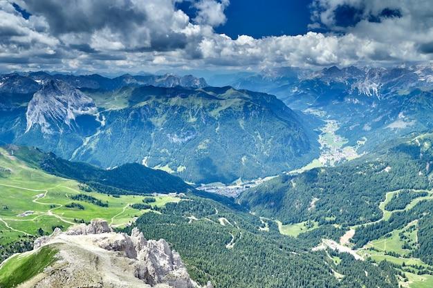 Grande plano das montanhas dolomitas