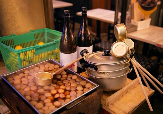 Grande plano de praça de alimentação tradicional japonesa