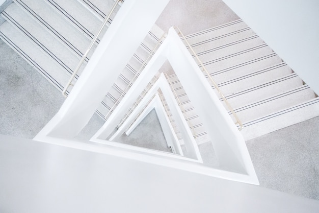 Grande plano de um edifício arquitetônico abstrato branco