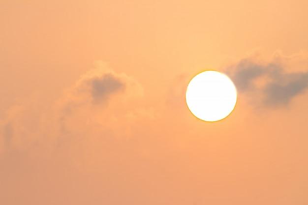 Grande pôr do sol na cidade