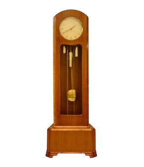 Grande relógio de pêndulo vintage isolado no fundo branco