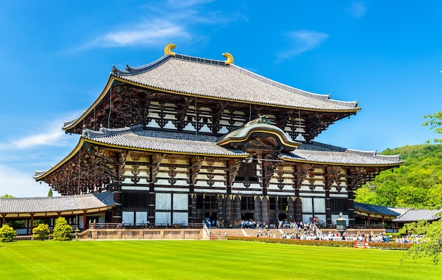 Grande salão do buda do templo todai-ji em nara, japão