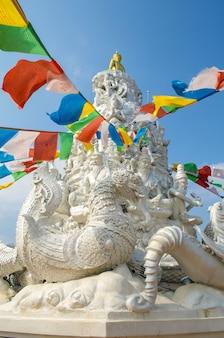 Grande stupa branco