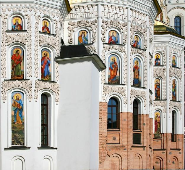 Grande templo cristão de kiev pechersk lavra, kiev, ucrânia. também conhecido como mosteiro das cavernas de kiev