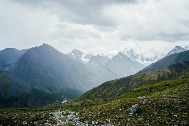 Grandes montanhas.